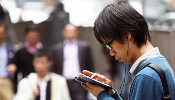 hong-kong-smartphone