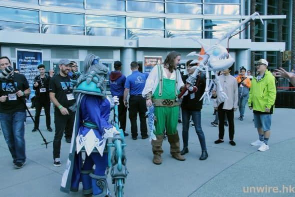 大會亦不時安排 Cosplayer 調動等待玩家的熱情,令現場氣氛持續高漲。